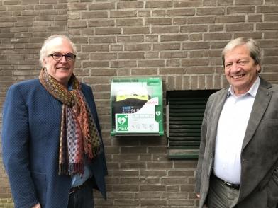 Machinefabriek Vos en van Es architecten plaatsen AED